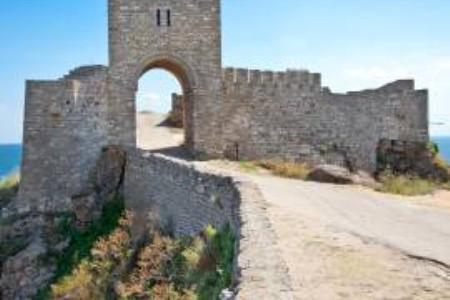 Romantikus és monumentális bulgáriai emlékművek