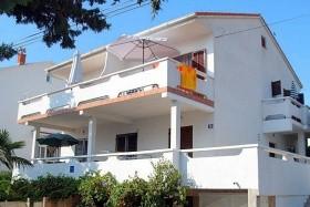 Ines Apartman *** Novalja