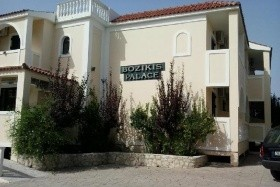 Hotel Bozikis Palace** / Re