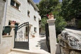 Sunny Apartmanház - Omis