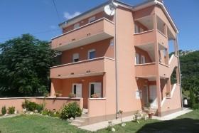 Dona Apartmanház - Barbat