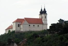 A Magyar Tenger Ikonikus Látnivalói Borkóstolóval