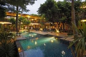 8 Éj Krabi (Phra Nang Inn) + 3 Éj Bangkok (Bangkok Palace) 3*