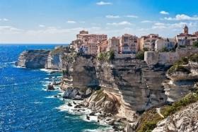Vadregényes Korzika és színpompás Cinque Terre