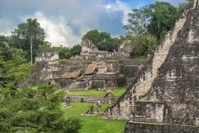 A holtak ünnepe és a maja ösvény (Mexikó-Guatemala)