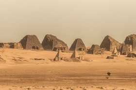 Szudán ismeretlen piramisai március