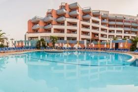 The Dolmen Resort Hotel Debreceni Indulás