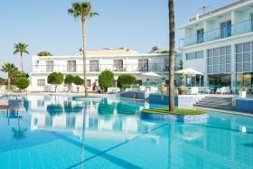 Fg Fedrania Garden Hotel