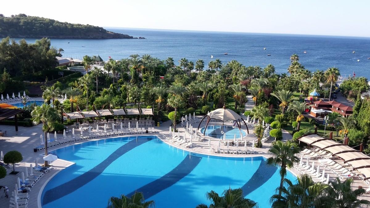 Hotel saphir resort spa v lem ny a sz llod r l for Hotel spa 13