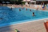 A szálloda medencéje és a bár