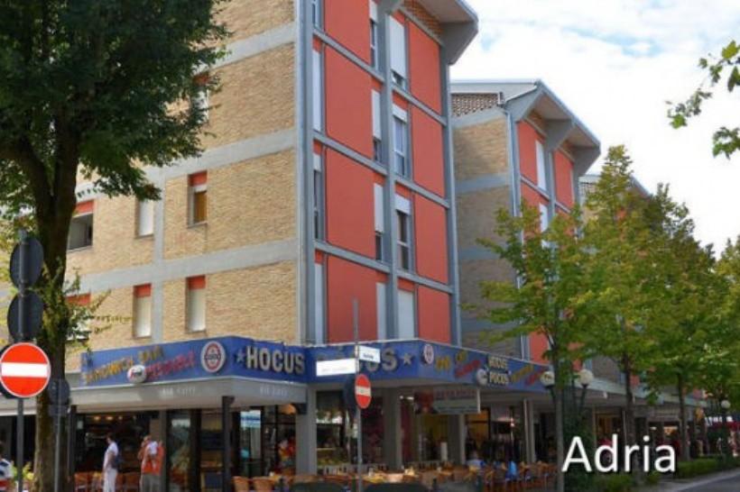 APRILIA apartmanház