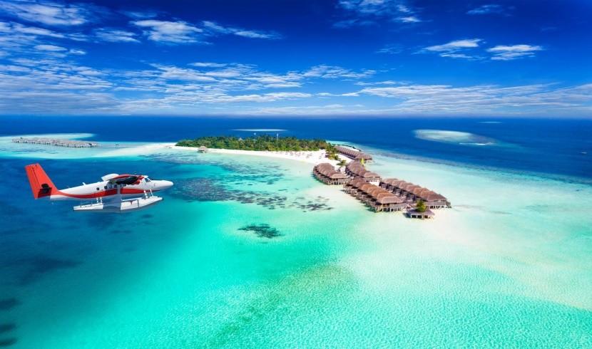 Maldív-szigetek luxus bungalók azúrkék tenger