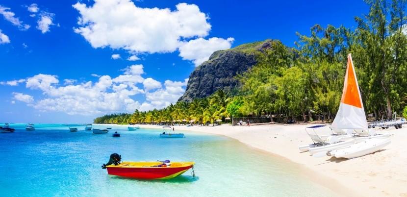 Mauritius fehérhomokos strand tenger hajó