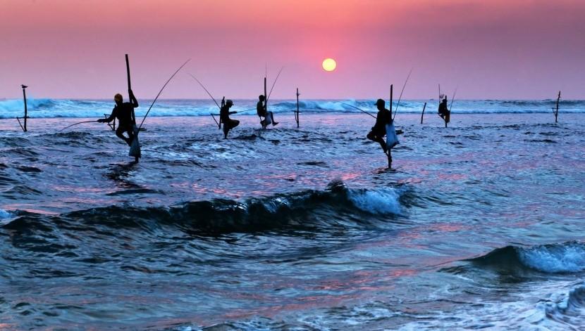 pettákon cölöpökön halászat horgászok