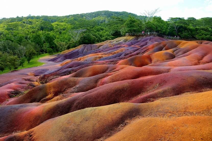 Chamarel szivárványszínű homokdűnéi
