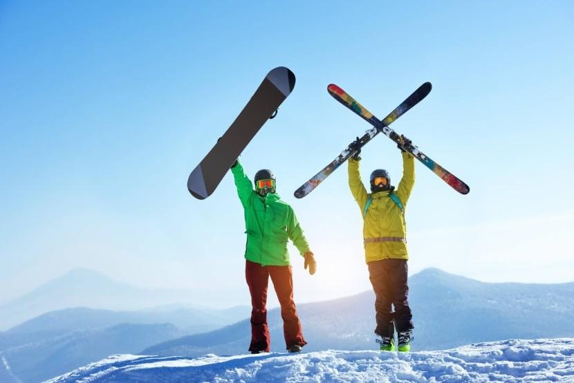 téli sport hó snowboard sí fiatalok hegyek