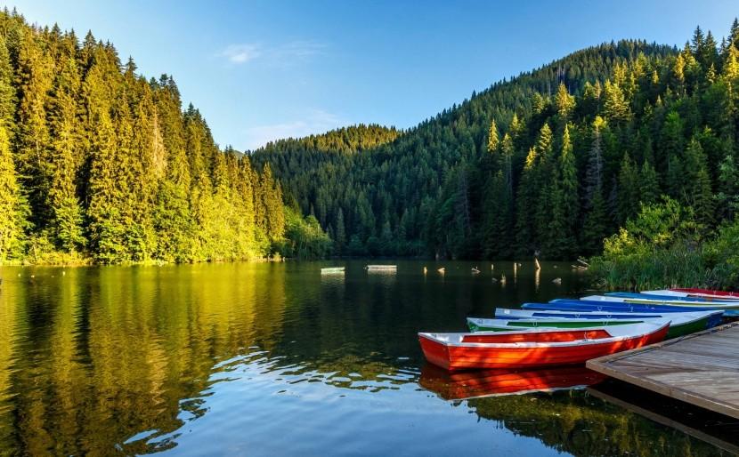 Gyilkos-tó csónakokkal, Erdély