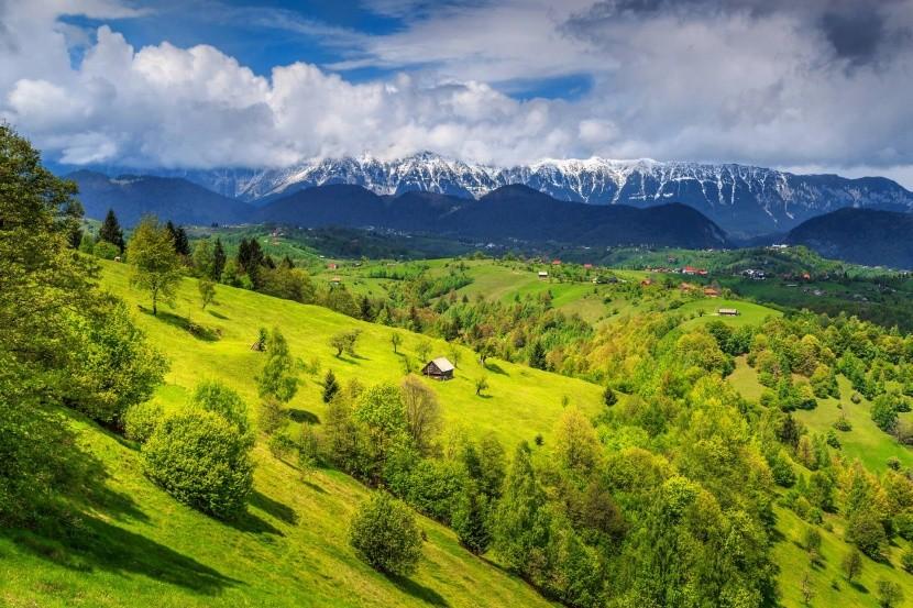 a csodálatos Erdély, hegyekkel és mezőkkel