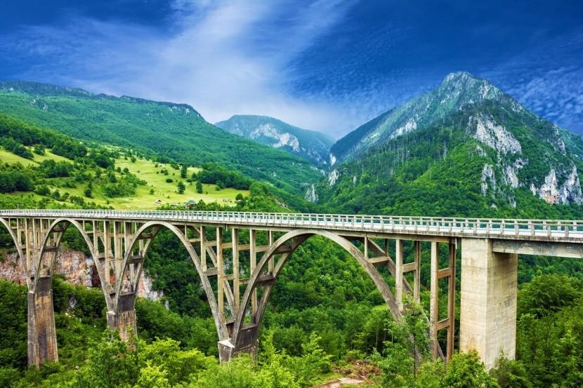 Tara kanyon híd Montenegró hegyvidék