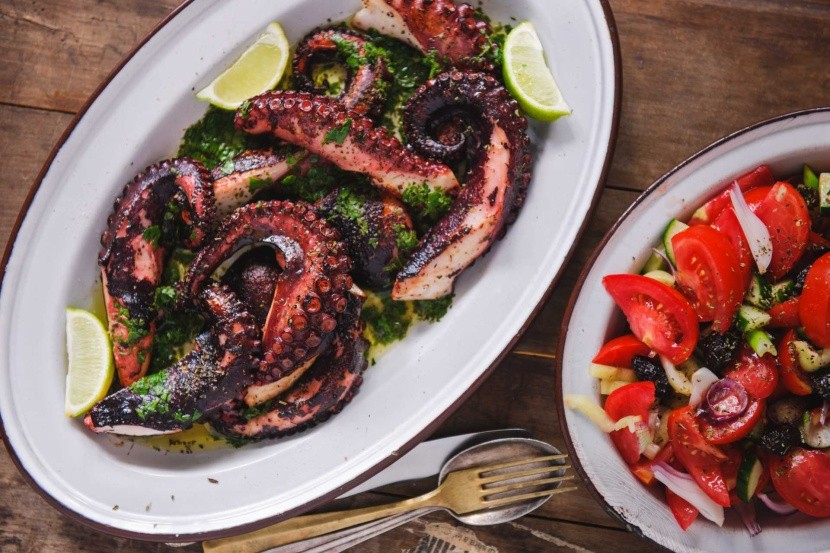 Grillezett polip saláta Görög étel