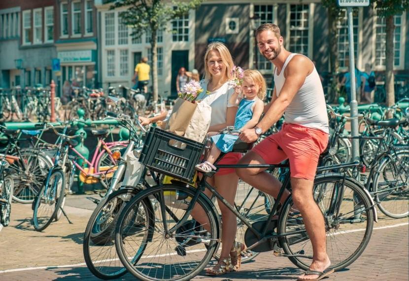 család kerékpár bicikli közlekedés