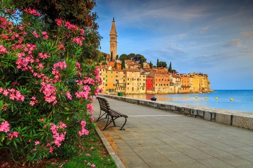 Rovinj csodálatos romantikus óvárosa tengerpa