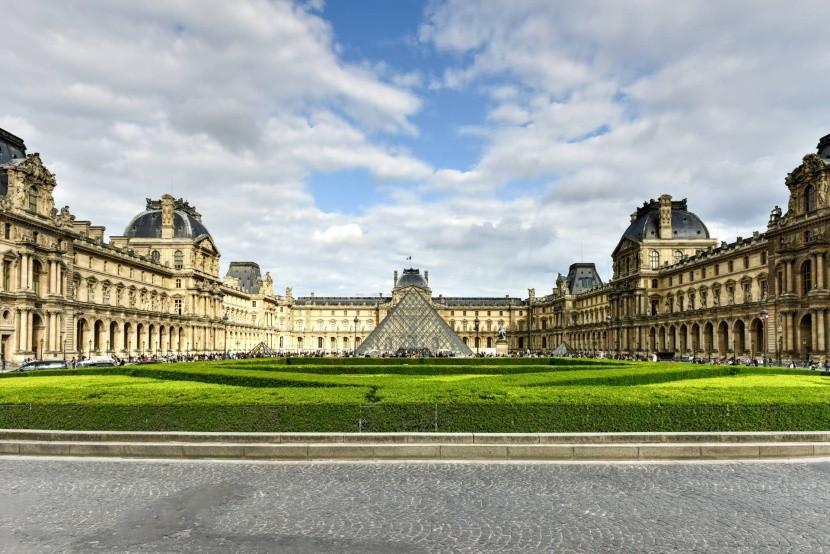 Louvre múzeum Párizs Franciaország