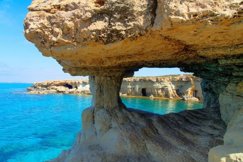 barlang tengerpart görög ciprus