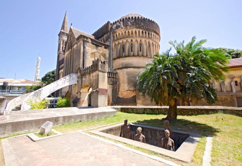 Katedrális és a rabszolgaság emlékműve