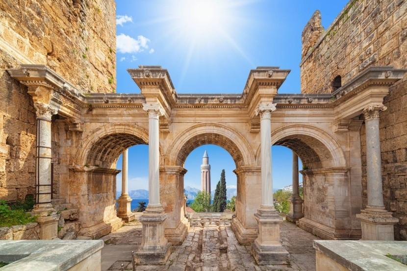 Hadrianus kapuja, Antalya
