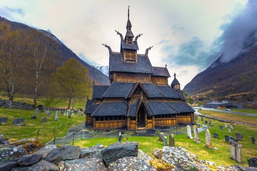 Oszlopos templom Borgundban