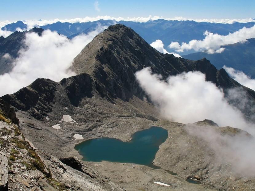 Szív formájú tó az osztrák Alpokban