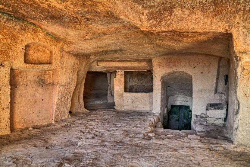 Barlanglak belseje Materában