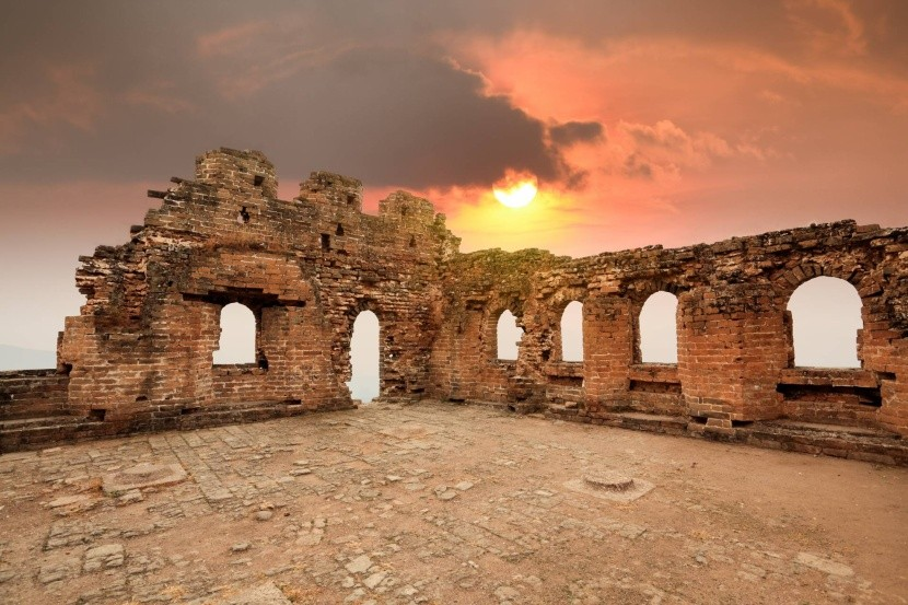 Az egyik őrtorony romjai