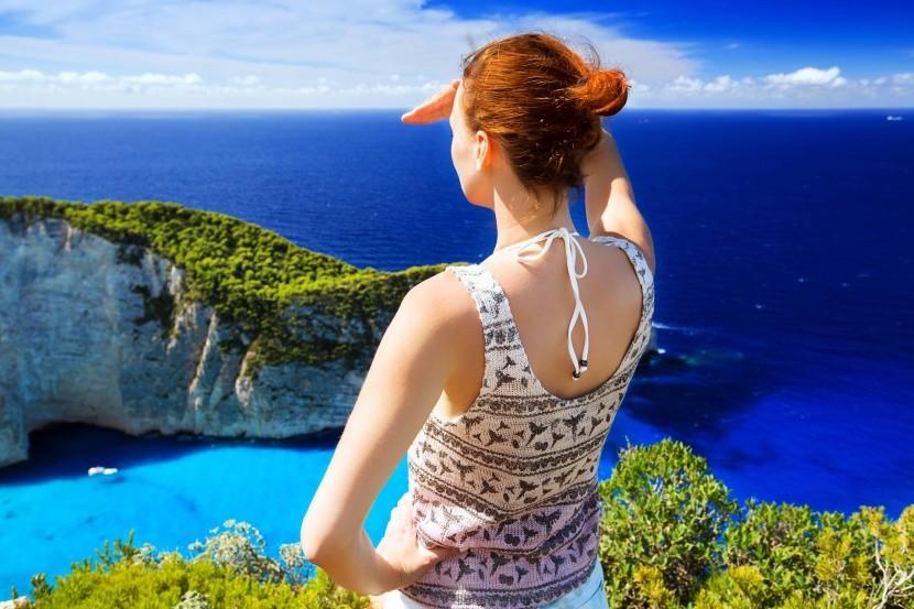 Élvezd a kilátást a tenger feletti szikláról