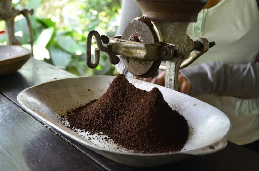 A frissen őrölt kolumbiai kávé