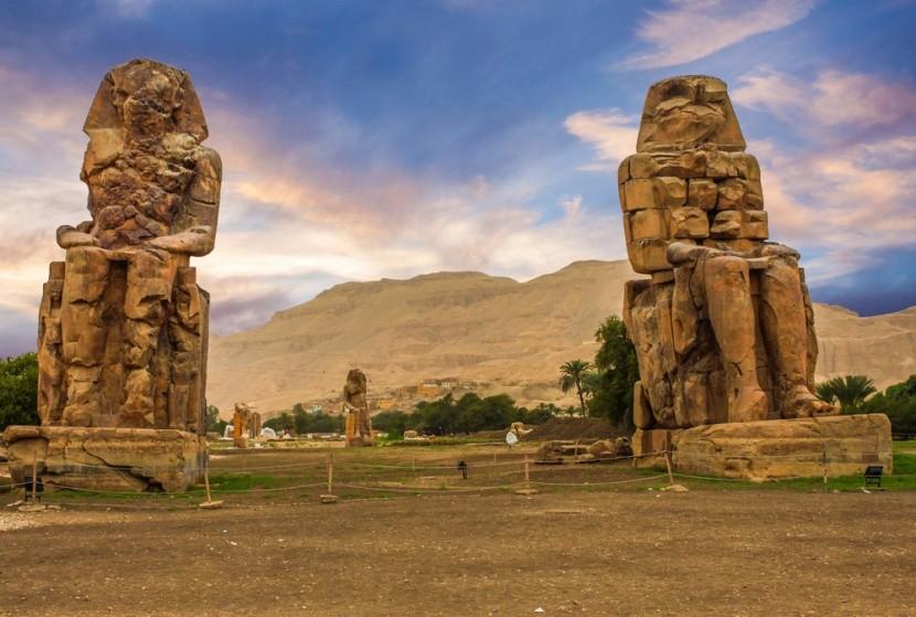 Memnón-kolosszusok, III. Amenhotep szobra