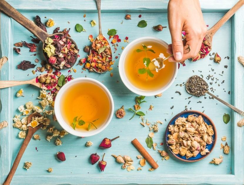 A gyógynövényes tea fitten tart