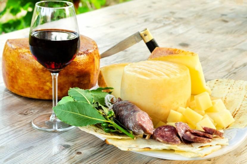 Pecorino sajt és bor