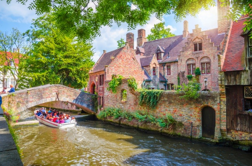 Hajóval Brugge csatornáin