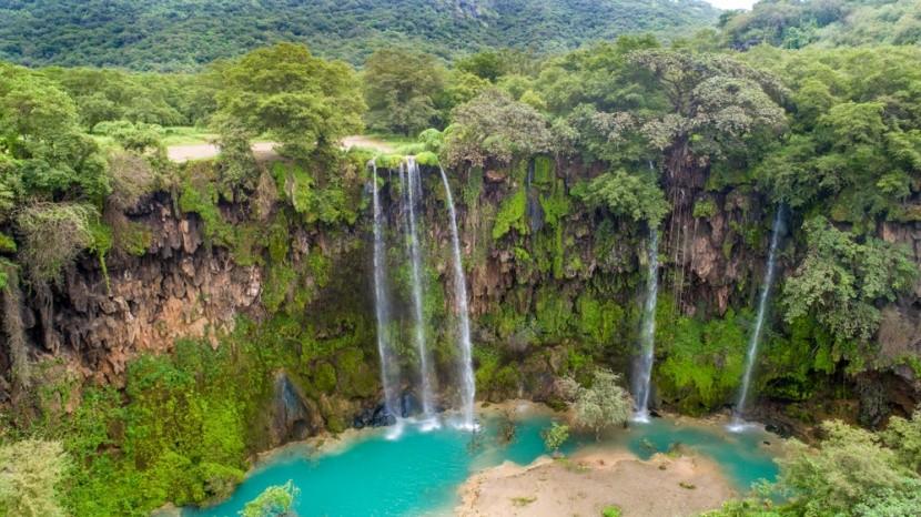 Omán meglepetést okozó növényzete és vízesése