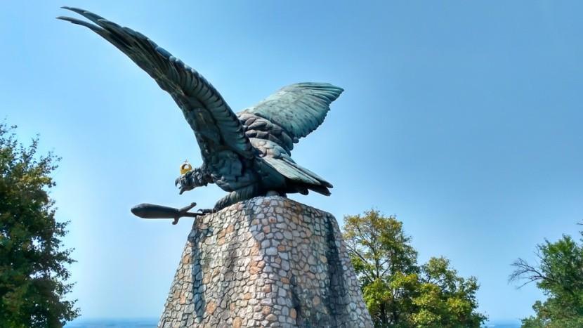 Tatabánya, Turul szobor